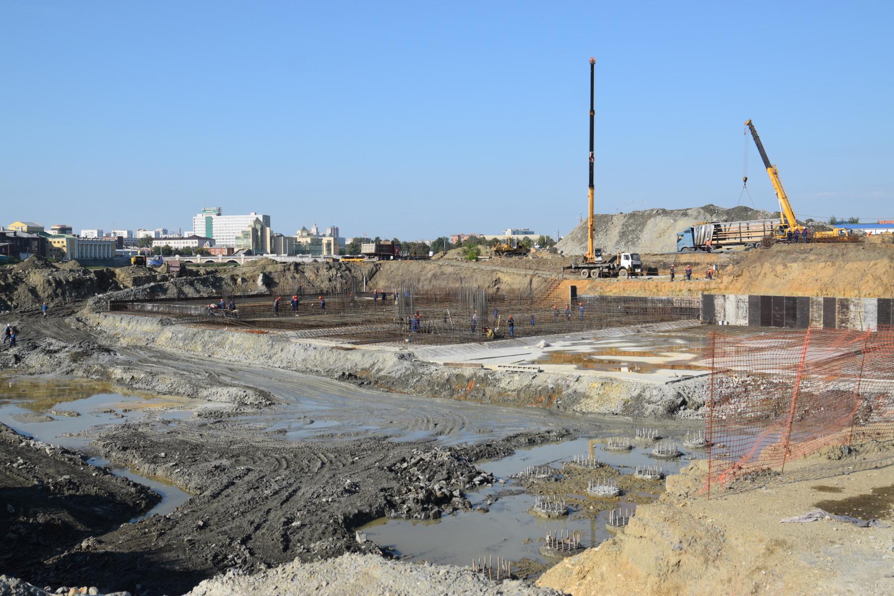 На стройплощадке конгресс-холла приступили к пробной заливке бетона на набережной