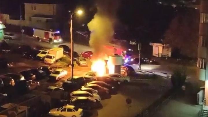 В Самаре на Лукачёва ночью горели «Гранта» и «Ниссан»