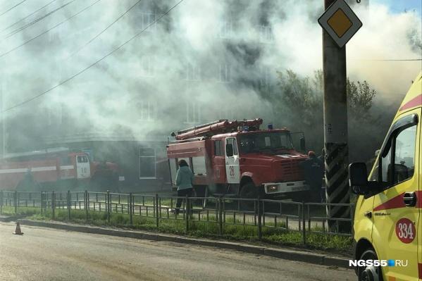 Сейчас пожарные уже справились с огнём