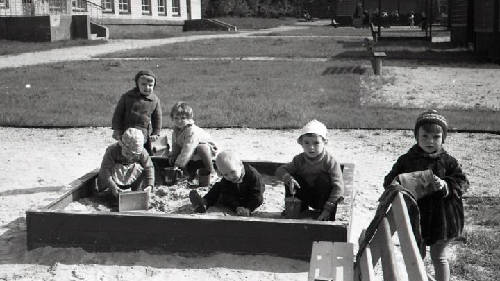 Дети носили матроски и в 4 года сами завязывали шнурки: вспоминаем садики в советском Свердловске