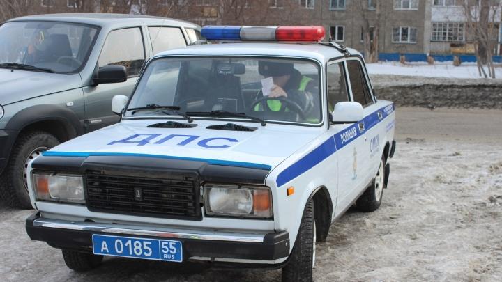 На мосту 60-летия ВЛКСМ полицейские остановили таксиста-наркомана