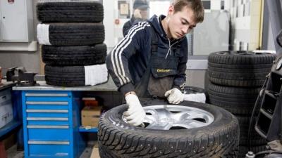 «Будет скользить, как по льду»: когда автомобилистам из Ярославля менять резину