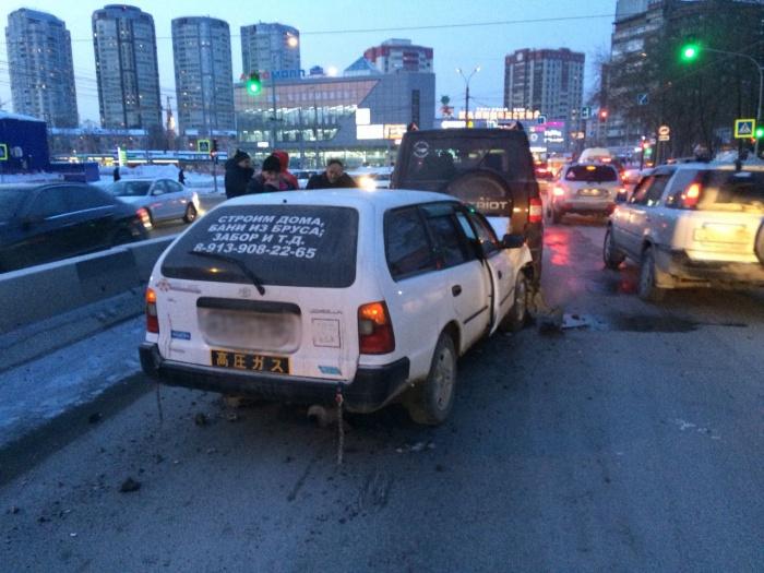 По данным аваркомов, ДТП спровоцировал водитель «Тойоты»