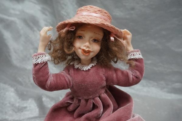 Кукла Поллианна похожа на героиню одноимённого фильма и книги<br>
