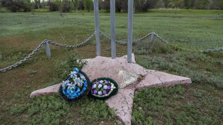 «Любим пафосные речи»: в Волгоградской области разлетается на куски памятник Сталинградской битвы