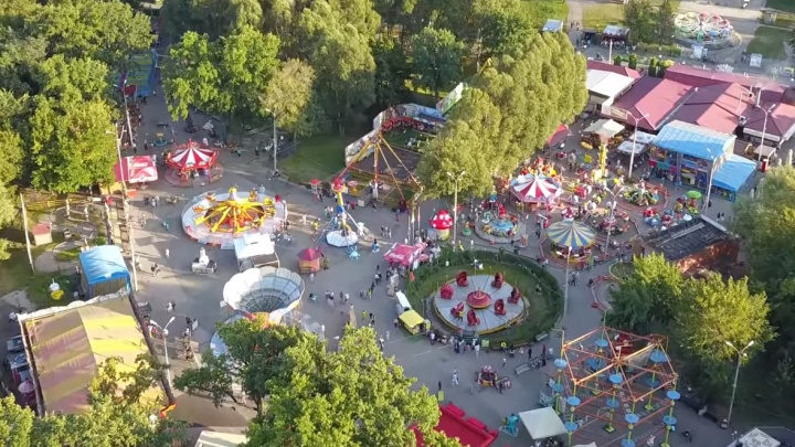 «Он похож на игрушечный город!»: парк Гагарина сняли на видео с высоты птичьего полёта