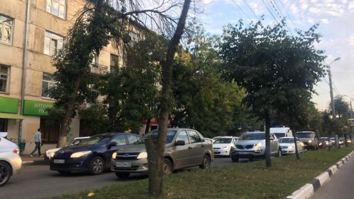 Сумасшедшая пробка в центре Ярославля: в чём причина