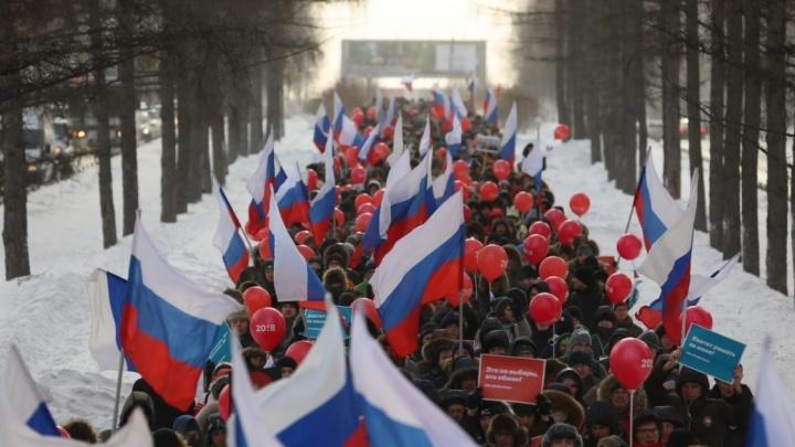 Тысяча сторонников Навального прошли по Красному проспекту и устроили митинг в сквере