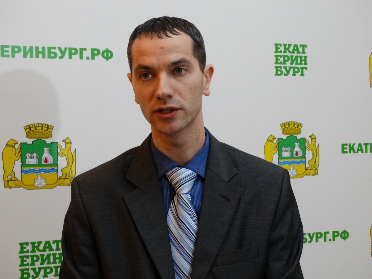 Николай Вахлов заявил, что в администрации города поднимут вопрос о смене перевозчика на маршруте №53, если ситуация с обслуживанием пассажиров не улучшится