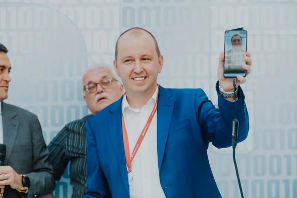 Мероприятие имеет яркую историческую параллель: 28 лет назад состоялся первый звонок по мобильному телефону в сетях GSM в России