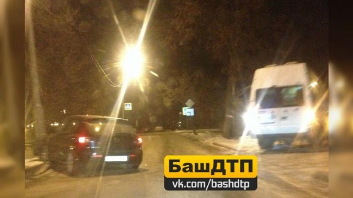 На уфимской улице иномарка столкнулась с «Газелью»