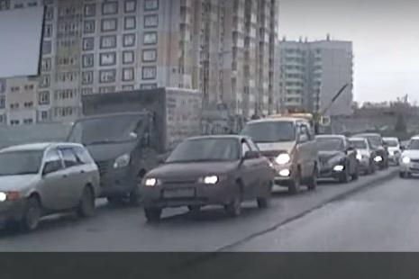 Водитель решил объехать небольшую пробку и выехал на «встречку»