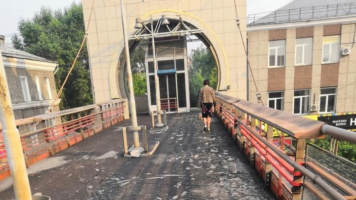 Шлак на виадуке на Партизана удивил красноярцев. Мэр заявил об «обертке» моста и нарвался на критику