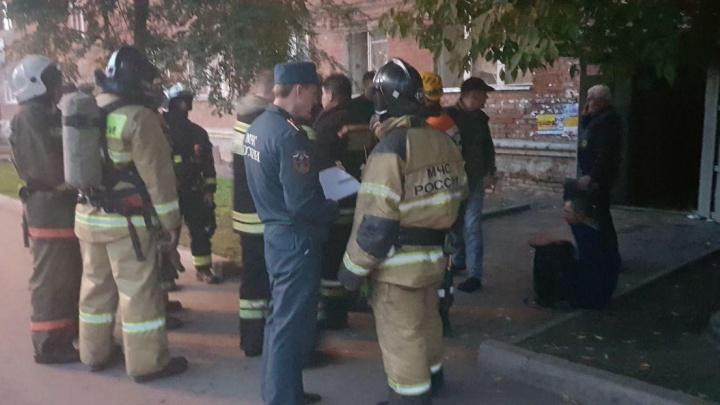 В доме на правобережье загорелся подвал: людей эвакуировали