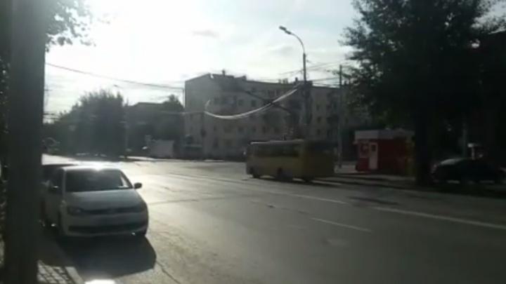 """""""Люди и машины сами по себе"""": на перекрёстке Щорса - Белинского сломался светофор"""