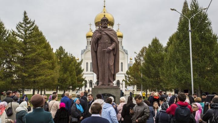 «Пример приукрашения города»: в Новосибирске открыли памятник Владимиру