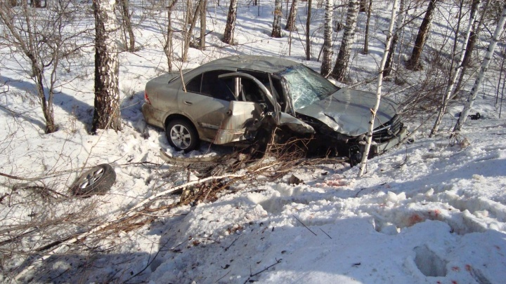 В Шадринском районеNissan выехал на встречную полосу и врезался вFord: в аварии пострадал пассажир