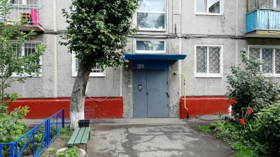 «Не квартира, а черная дыра»: что происходит в доме, где на три дня заперли детей?