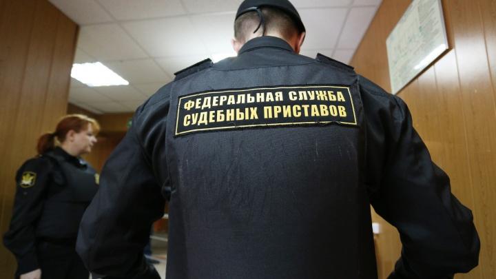 «Жду трамвай»: южноуралец спрятался от приставов в шкафу, не желая идти под суд за кражу