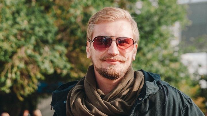 В квартире тюменского активиста, объявленного в розыск за лекции про Путина, прошел обыск