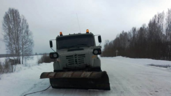 Могли быть серьёзные аварии: дорога под Новосибирском превратилась в опасный каток