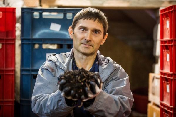 Андрей Лунёв и его черви, которых он любя называет «черти»