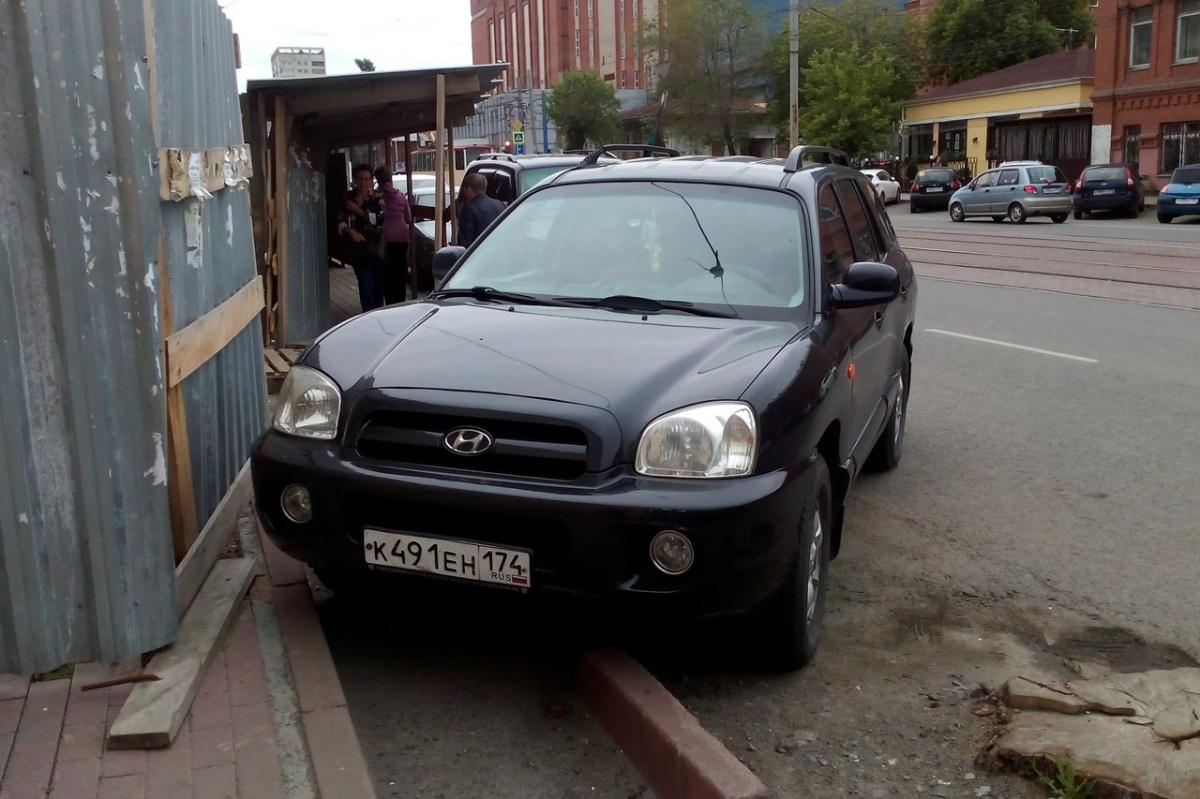 — Пешеходам не пройти — только если выходить на дорогу, — считает автор снимка. Хамство и твердолобость в одном «Хёндае»