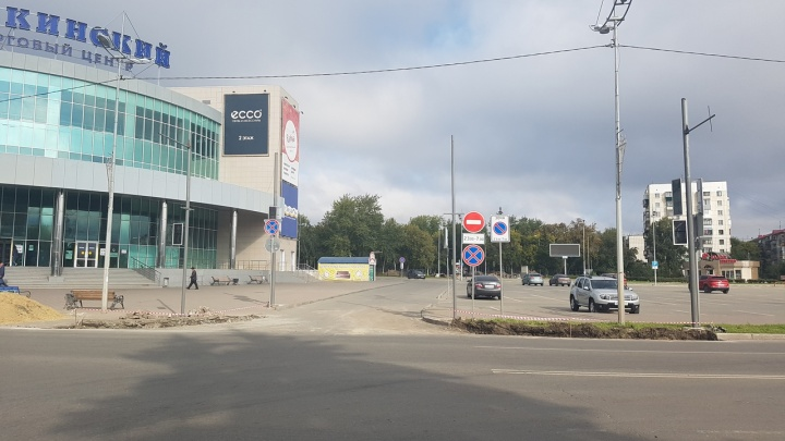 В Кургане у ТЦ «Пушкинский» установили светофор
