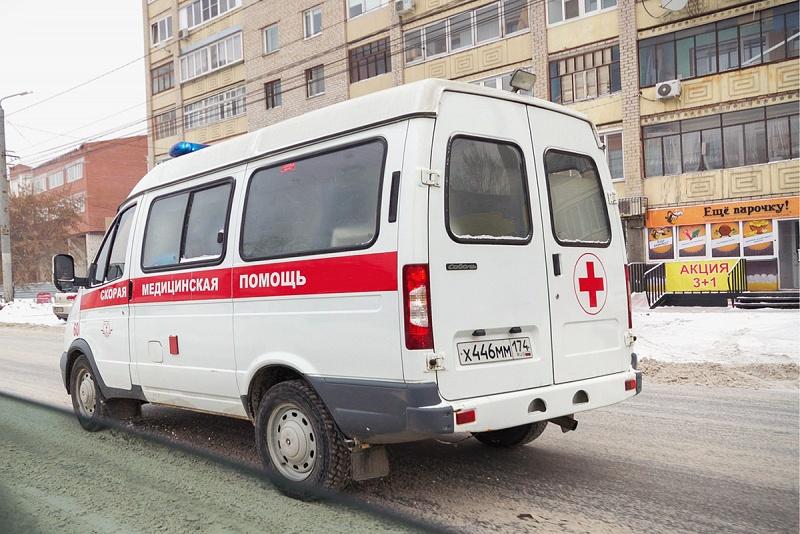 Когда сотрудники МЧС достали мужчину из-под завала, его умчали в больницу на скорой