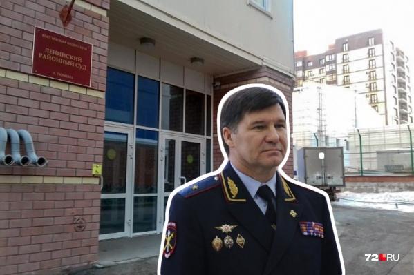 Этой осенью Юрий Петрович Алтынов ушел на пенсию и почти сразу попал в поле зрения следователей