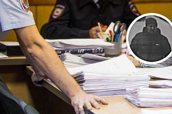Преступника разыскивают с середины марта
