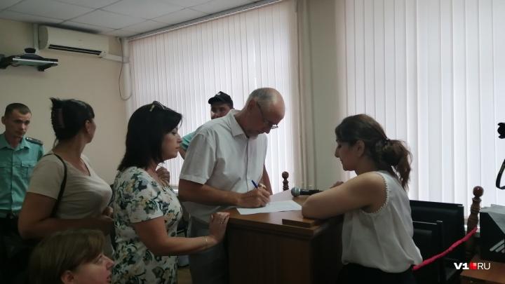 Из-за неявки двух пострадавших в Волгограде перенесли суд о подмене органов