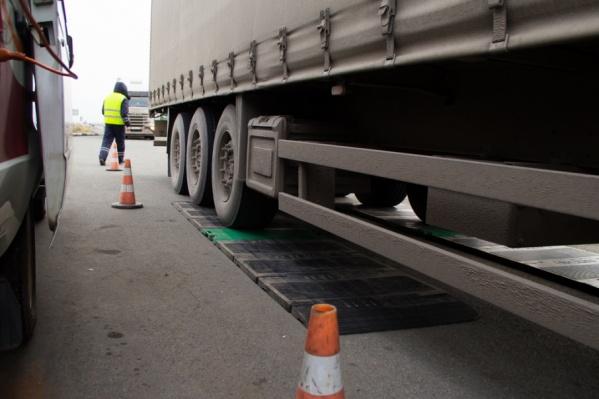Искать пути объезда придется водителям машин с нагрузкой на оси больше пяти тонн