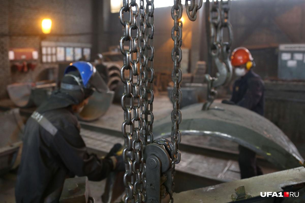 Трудинспекторы провели на заводе масштабную проверку