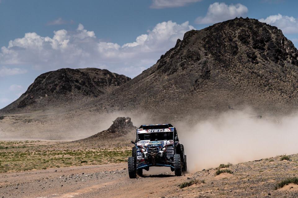 За спиной — горы Монголии, впереди — пустыня Гоби
