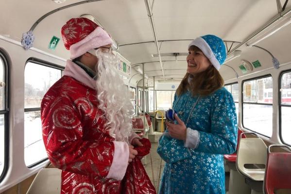 Дед Мороз и Снегурочка работают в паре