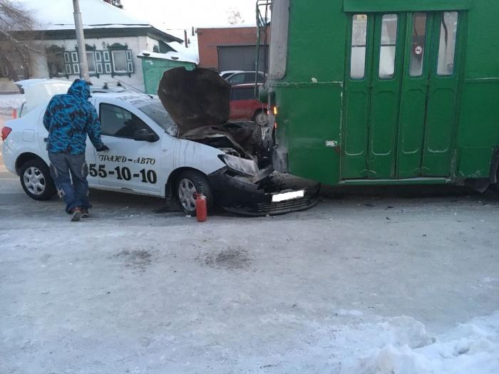 Авария случилась в половине девятого утра
