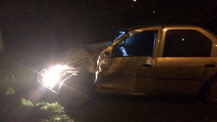 В Уфе на Первомайской столкнулись пассажирский автобус и иномарка