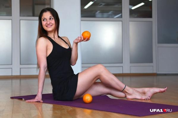 Избавляемся от «апельсиновой корки» на теле скрабом и массажем