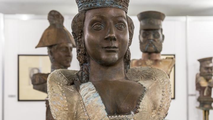 «Как отрезанные головы царей на блюдах»: Пётр Чаплыгин показал волгоградцам своих «Властителей»
