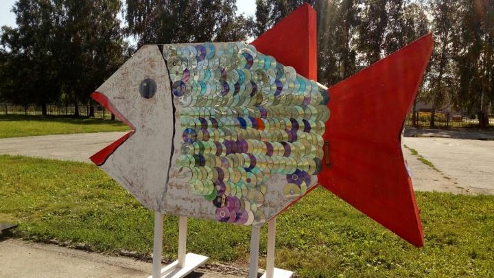 На Затулинке поставили огромную рыбу с чешуёй из дисков