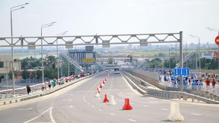 Хотели сделать селфи: подросток упал с технологического прохода Ворошиловского моста