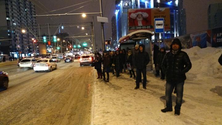 Пробки 9 баллов! Снегопад в Самаре спровоцировал очередной транспортный коллапс