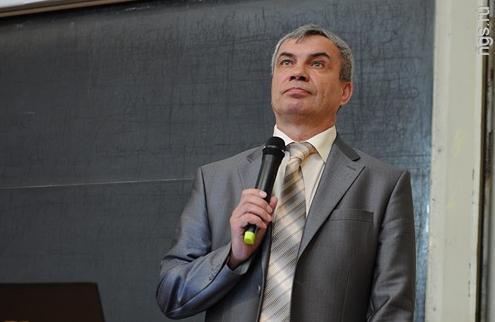 Михаил Федорук в аудитории НГУ