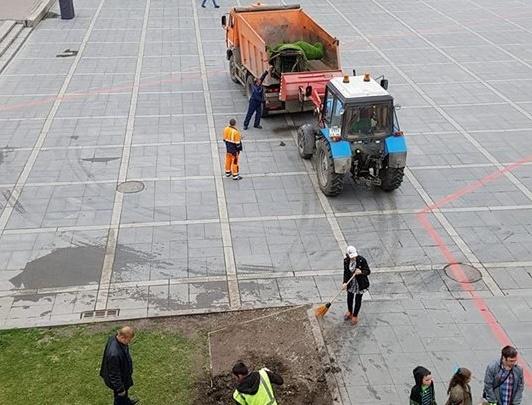 Из центра Екатеринбурга убрали гигантскую зелёную руку, на которой фотографировались горожане