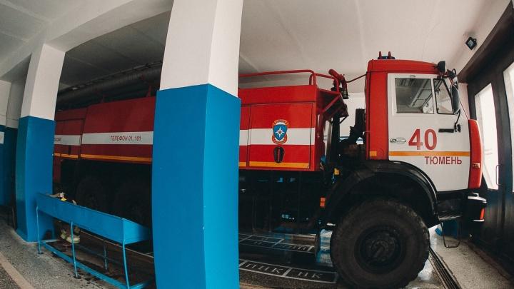 Занесли огонь: на Широтной сгорела Lada Kalina