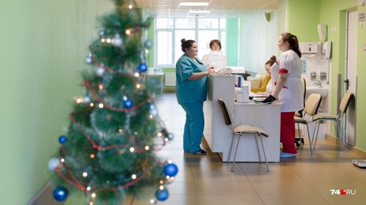 Звоните на здоровье. Рассказываем, как будут работать поликлиники и неотложки в новогодние праздники