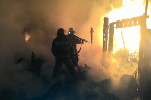 Пожарных вызвали слишком поздно, так что огонь успел охватить весь дом