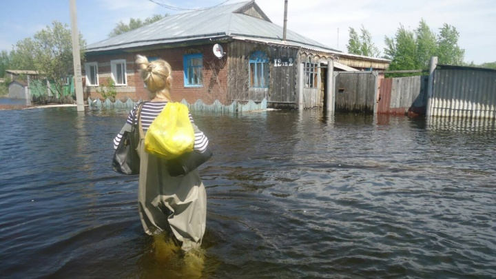 Жительница затопленного села родила ребёнка с пневмонией, пока власти думают, как расселять людей