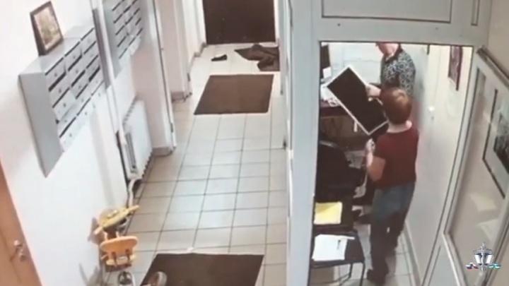 Ограбление консьержки в Уфе записали камеры видеонаблюдения